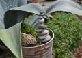 как украсить сад камнями