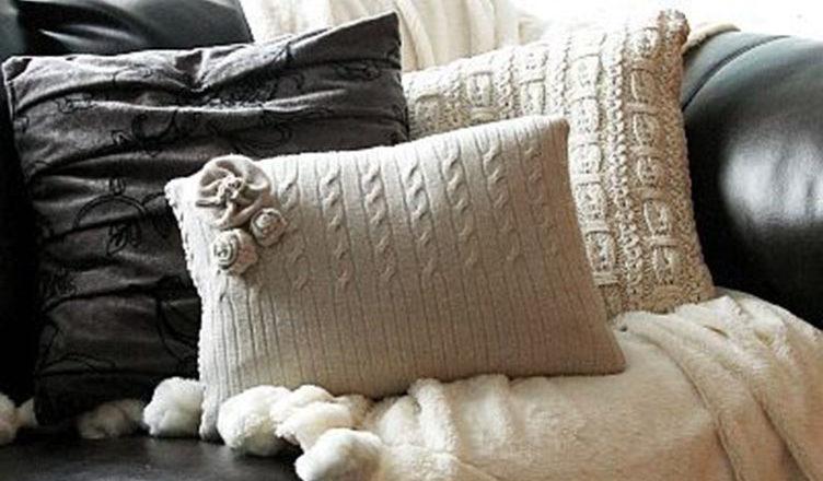 Подушки из старых свитеров своими руками