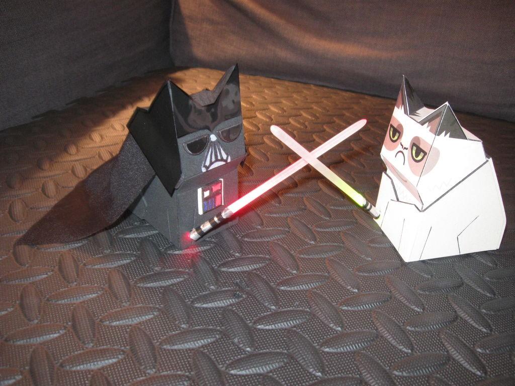 Как сделать световые мечи