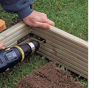 Как сделать простой поднятый огородик в саду